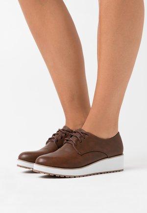 BUBBLES - Zapatos de vestir - cognac