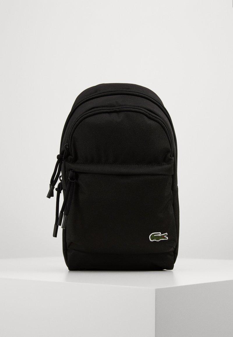 Lacoste - BODY BAG - Ledvinka - noir
