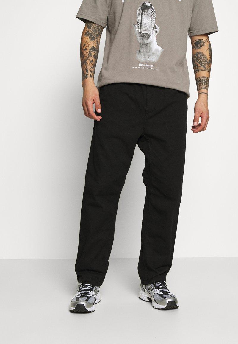 Carhartt WIP - CARSON PANT MORAGA - Kalhoty - black stone washed