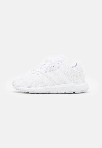 SWIFT RUN UNISEX - Sneakers basse - footwear white