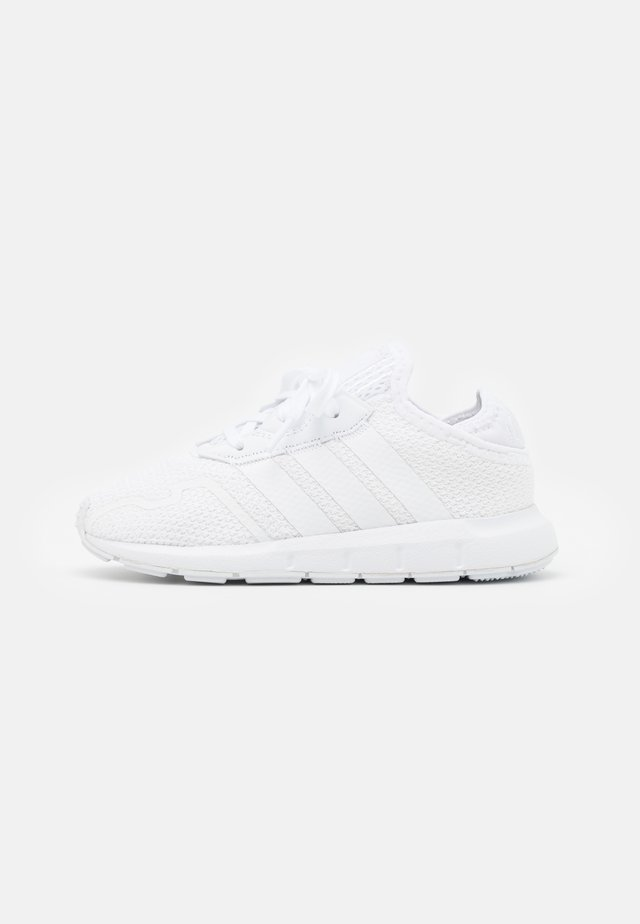 SWIFT RUN UNISEX - Trainers - footwear white