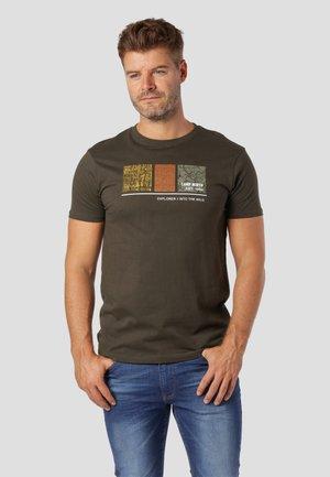 T-shirt print - green fall