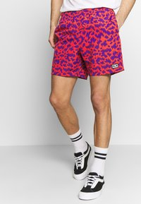 Obey Clothing - EASY RELAXED FUZZ SHORT - Kraťasy - red multi - 0