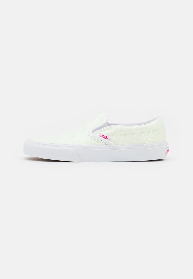 UA CLASSIC  - Loafers - pink/true white