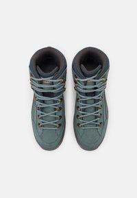 Lowa - RENEGADE GTX MID - Zapatillas de senderismo - eisblau/lachs - 3