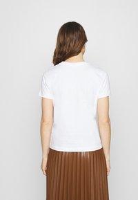 Calvin Klein - VALENTINES CREW NECK TEE - Printtipaita - bright white - 2