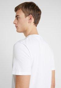 JOOP! Jeans - ALEX - Camiseta estampada - white - 4