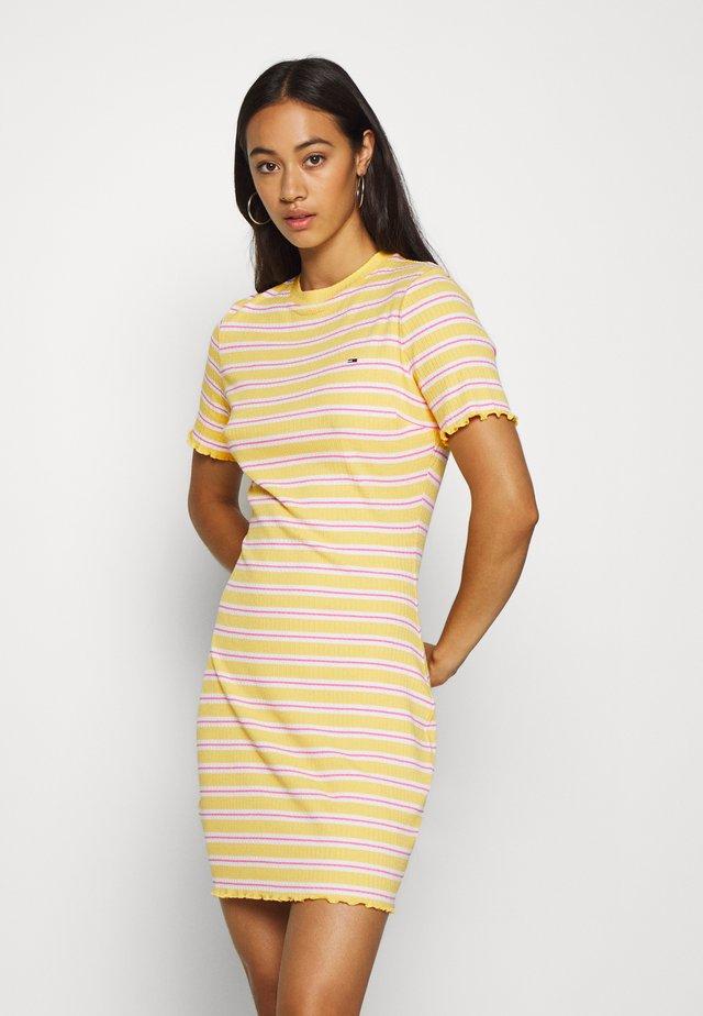 STRIPED TEE DRESS - Jerseykjoler - star fruit yellow/white/multi