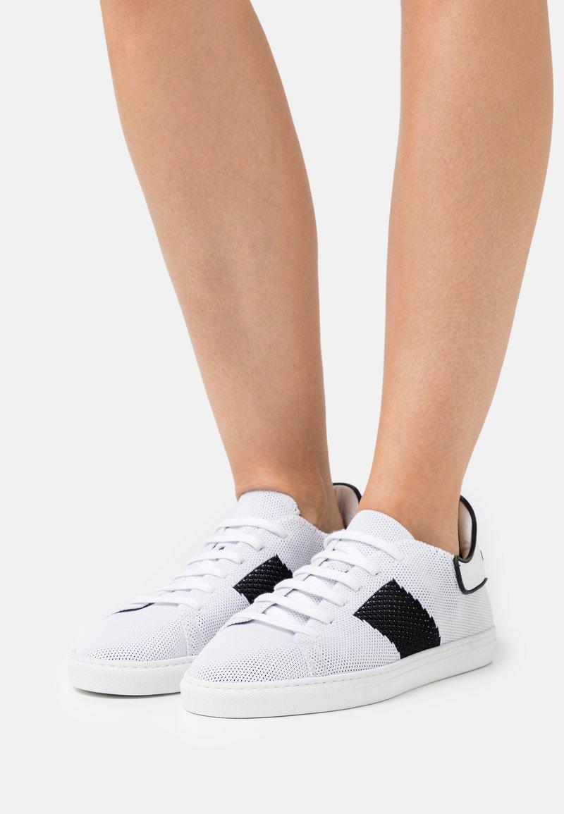 Casadei - Baskets basses - bianco/nero