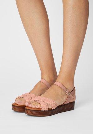 Platform sandals - rosa