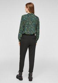 Q/S designed by - MET BLOEMENMOTIEF - Button-down blouse - black aop - 2