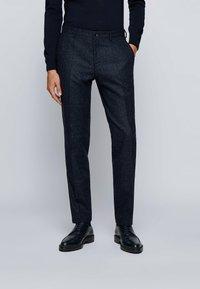 BOSS - Pantaloni eleganti - dark blue - 0