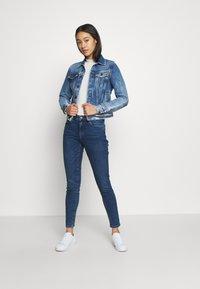 Vero Moda - VMHANNA  - Skinny džíny - medium blue denim - 1