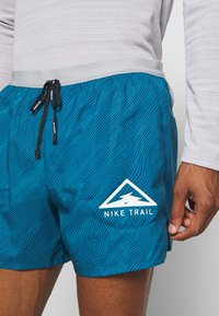 Nike Performance - STRIDE TRAIL - Pantalón corto de deporte - valerian blue/particle grey/barely volt - 6