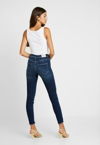 ONLY - ONLBLUSH RAW REA - Jeans Skinny - dark blue denim - 2
