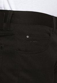Emporio Armani - 5 TASCHE - Slim fit jeans - nero - 3