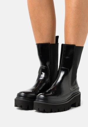 BEATLES POLISHED - Kotníkové boty na platformě - black
