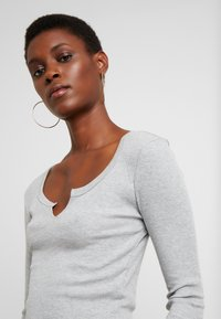 Topshop Tall - NOTCH 2 PACK - Long sleeved top - black/light grey - 4
