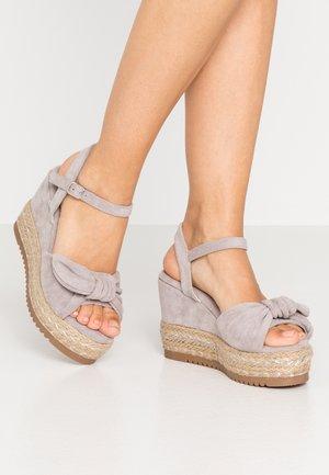 Sandaler med høye hæler - ice