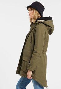 Volcom - WALK ON BY 5K PARKA - Winter coat - olive - 1