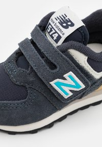 New Balance - IV574MS2 - Sneakers - navy - 5