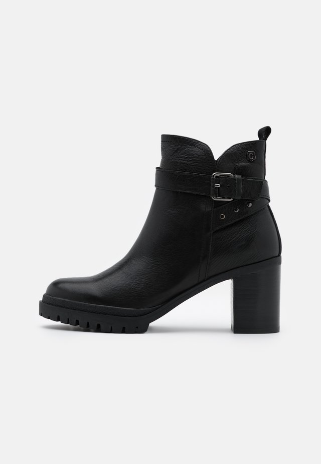 LADIES  - Enkellaarsjes met plateauzool - black
