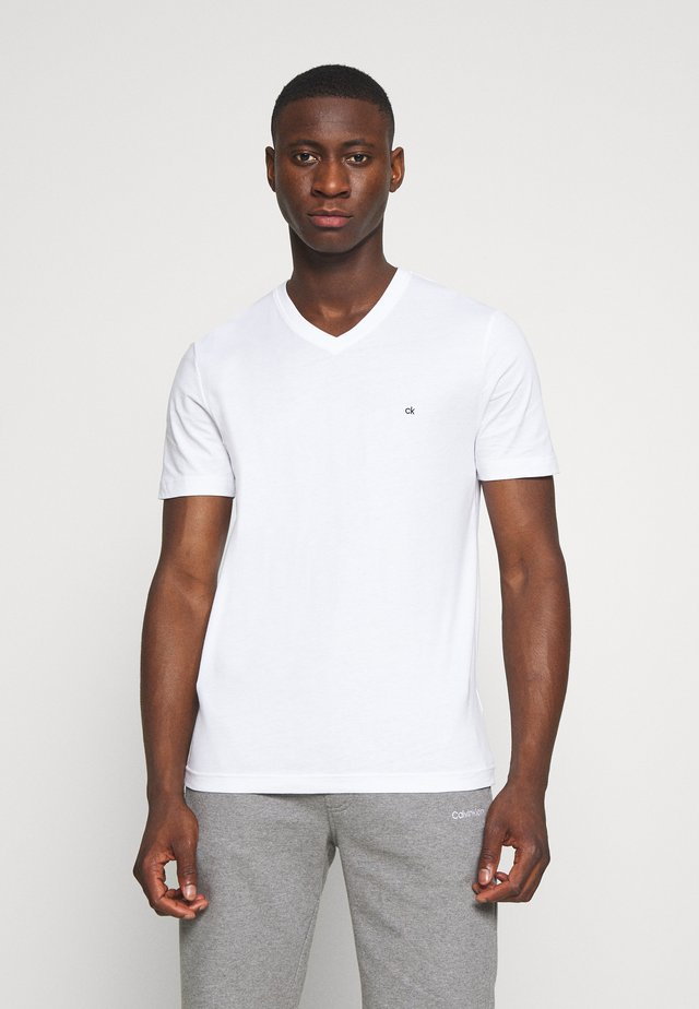 V-NECK CHEST LOGO - Basic T-shirt - white