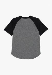 Abercrombie & Fitch - BASIC RAGLAN CREW - T-shirt med print - grey/black - 1