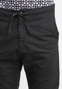 Carhartt WIP - MARSHALL COLUMBIA - Trousers - black rinsed - 4