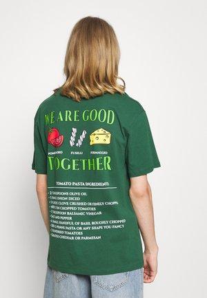 JORGOOD TEE CREW NECK  - T-shirt con stampa - dark green