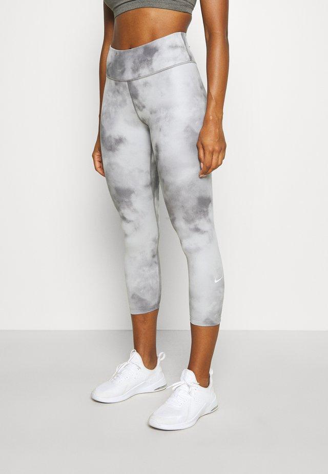 ONE CROP - Leggings - smoke grey/white