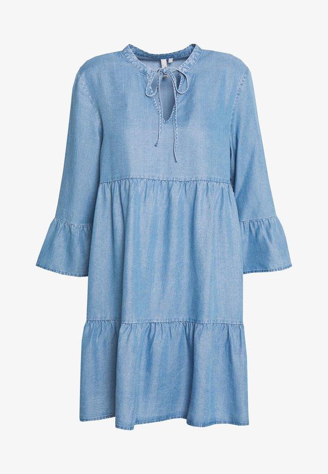 PCWHY ABBY 3/4 DRESS - Vapaa-ajan mekko - light blue denim