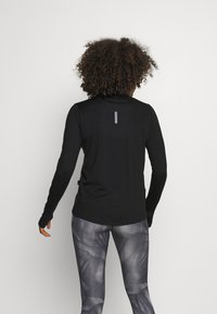 Nike Performance - ELEMENT - Maglietta a manica lunga - black/reflective silver - 2