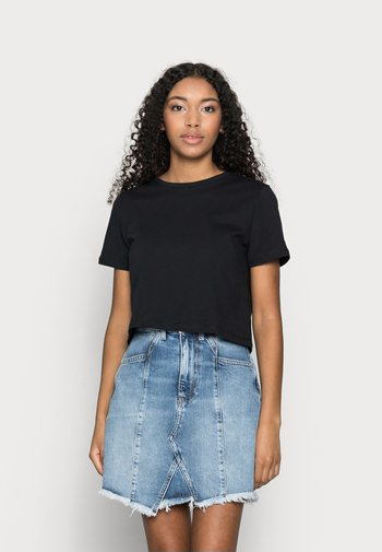 PCRINA CROP TOP 2 PACK - Print T-shirt - black/bright white
