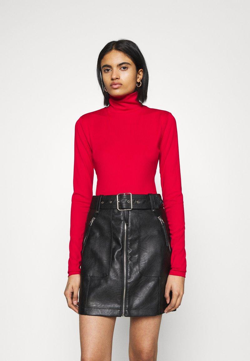 NA-KD - OPEN BACK HIGHNECK BODYSUIT - Long sleeved top - red