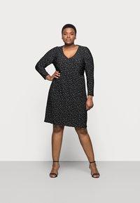 Evans - POLKADOT PLEATED DRESS - Denní šaty - black - 1