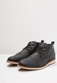 Pier One - Chaussures à lacets - black - 2