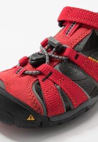 Keen - SEACAMP II CNX - Chodecké sandály - racing red/gargoyle - 2
