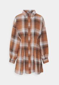 Missguided Petite - PLEATED WAIST DRESS CHECK - Shirt dress - rust - 4