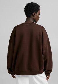 Bershka - OVERSIZE  - Sweatshirt - brown - 2