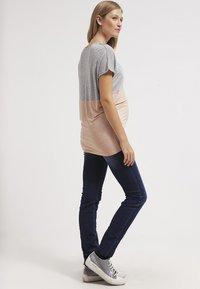 LOVE2WAIT - SOPHIA - Slim fit jeans - stone wash - 2