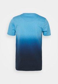 Hollister Co. - CREW OMBRE - Triko spotiskem - light blue/navy - 1