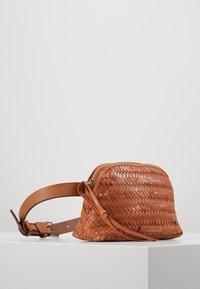 Loeffler Randall - BELT BAG - Marsupio - timber brown - 3