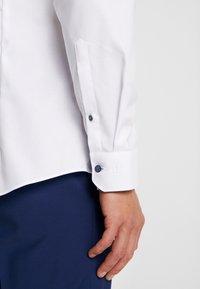 OLYMP No. Six - OLYMP NO.6 SUPER SLIM FIT  - Formal shirt - weiß - 5