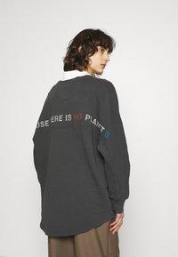 Ecoalf - BOREAL LONG WOMAN - Sweatshirt - asphalt - 2