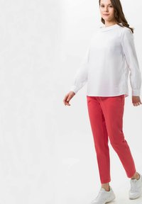 BRAX - STYLE MARON - Trousers - coral - 1