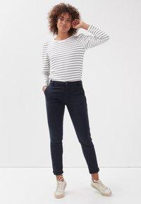 BONOBO Jeans - Pantalones chinos - bleu foncé - 1