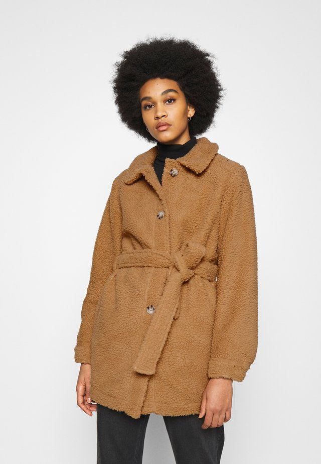 JDYSTELLA BELT JACKET - Cappotto classico - apple cinnamon