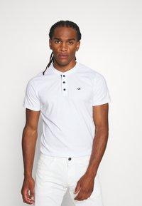 Hollister Co. - HENLEY 3 PACK - T-shirt basic - white/navy/black - 1