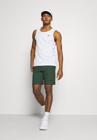 Nike Performance - VENT MAX - Sports shorts - galactic jade/black
